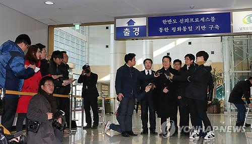 방북 소감 말하는 박지원 의원