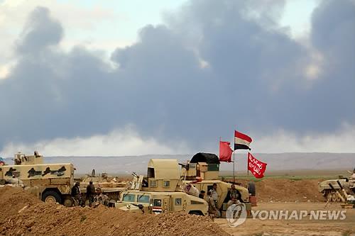 포연 뒤덮인 이라크 티크리트 전선