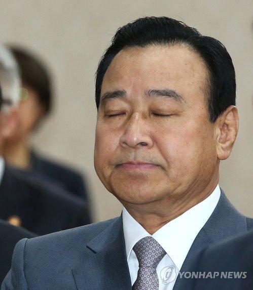 韓国首相が辞任 「真実は必ず明...