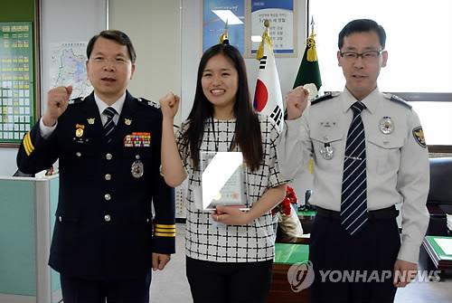 전북경찰청장 표창 받는'맨발 여경'