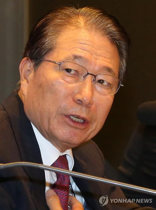 검찰, '강제징용 소송개입' 유명환 전 외교부 장관 소환조사