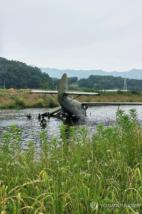 Air Force plane makes emergency landing