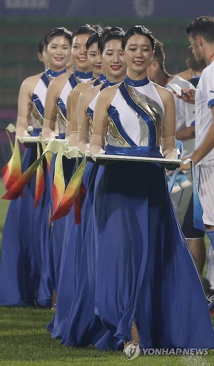 Medal bearers at Universiade