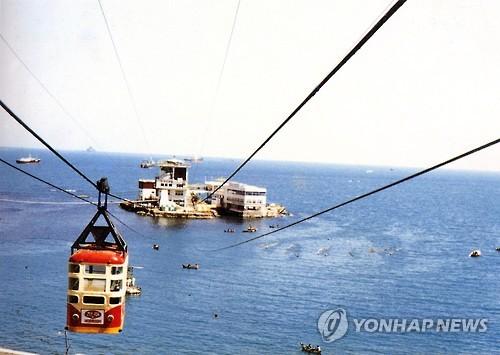옛 송도해수욕장 해상케이블카 [연합뉴스 자료사진]