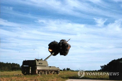 사격훈련하는 155mm 자주포