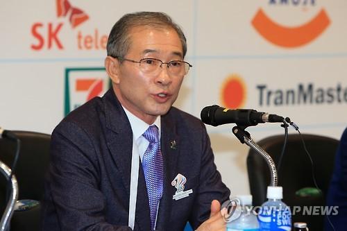 질의에 답하는 김상기 세계군인대회 조직위원장