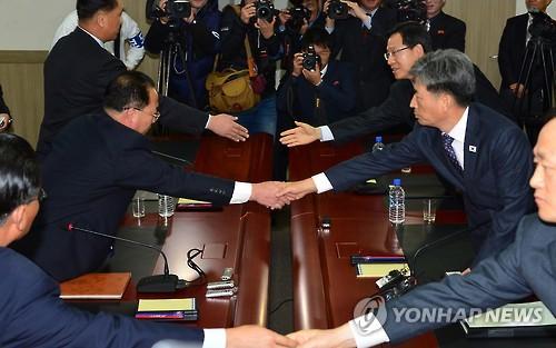 韩朝政府间会谈第一轮全体会议