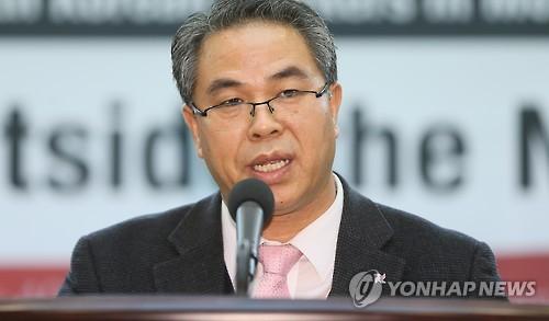 개회사하는 김웅기 소장