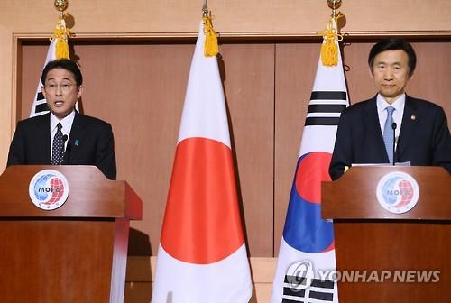 2015年12月28日、当時の韓国の尹炳世(ユン・ビョンセ)外交部長官と日本の岸田文雄外相はソウルで会談し、旧日本軍の慰安婦問題を最終妥結させることで合意した(資料写真)=(聯合ニュース)