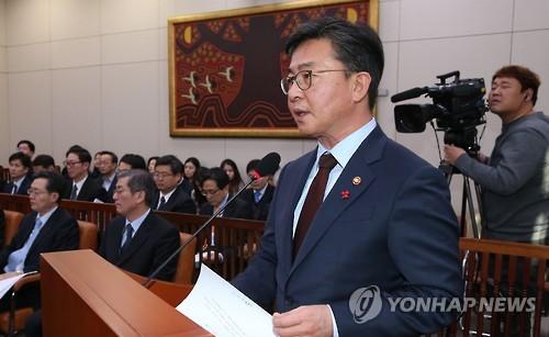현안보고하는 홍용표 통일부 장관