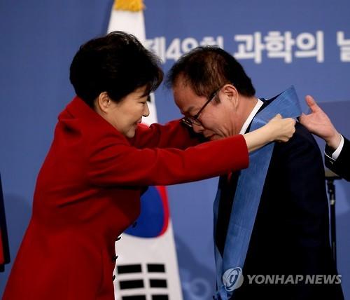 오준호 KAIST 교수, 과학기술훈장 창조장 수상