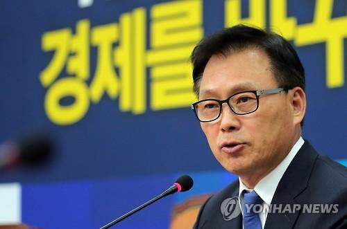 발언하는 박광온 대변인