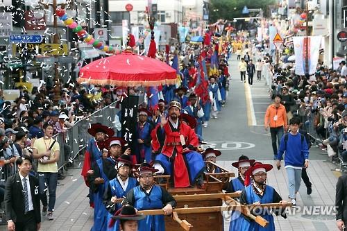 昨年の「朝鮮通信使平和の行列」の様子=(聯合ニュース)
