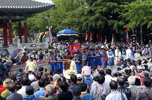 釜山で「朝鮮通信使祭り」が5月5〜7日に開催される。昨年の祭りの様子=(聯合ニュース)