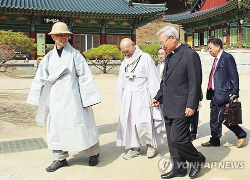 천주교, 석탄일 축하 메시지 전달