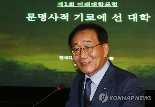 기조발제하는 김용학 총장