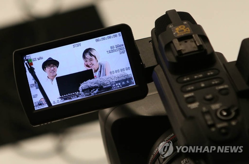 1인 방송 촬영 모습 [연합뉴스 자료사진]
