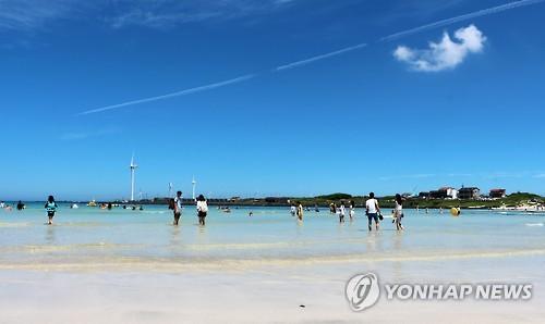 에메랄드빛 제주 월정해변[연합뉴스 자료사진]