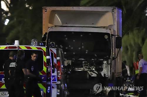 프랑스 니스 축제 인파에 돌진한 트럭