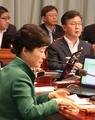 朴槿惠出席视频国务会议