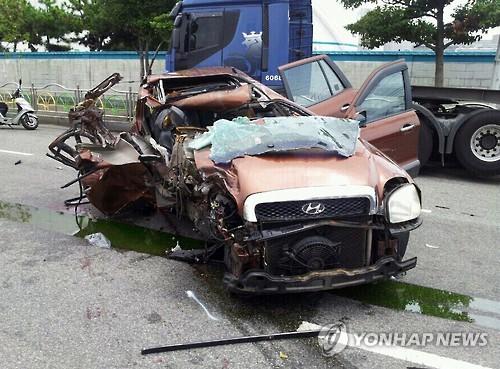 일가족 5명 탄 SUV 차량이 트레일러 추돌