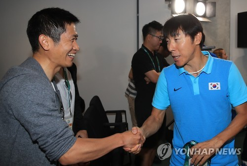 Olympic football team coach meets Lee Young-pyo