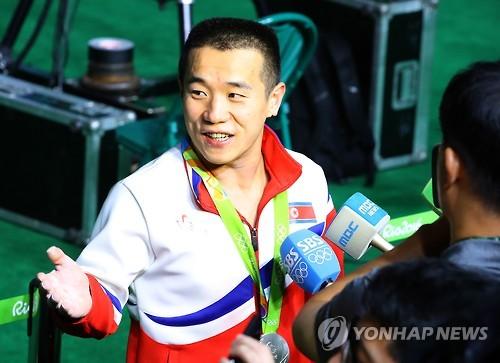朝鲜严润哲接受韩媒采访