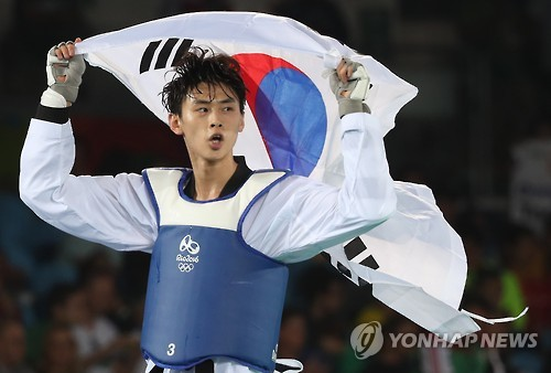 Kim Tae-hun wins bronze in men's taekwondo