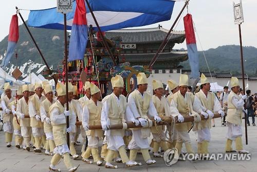 関東大震災発生直後、「朝鮮人が放火した」「井戸に毒を入れた」などのデマが流れ、約6000人の朝鮮人が日本人により殺害されたといわれる。昨年8月20日にソウル中心地で行われた被害者追悼式の様子(資料写真)=(聯合ニュース)。