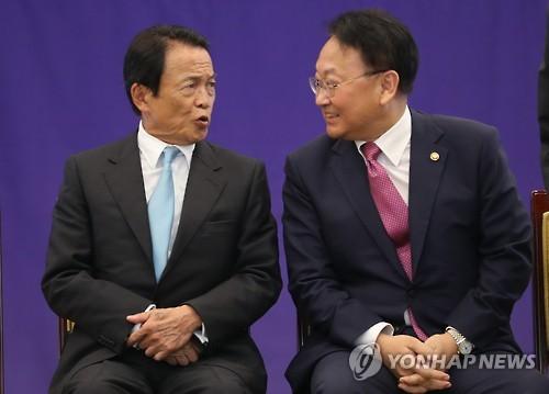 통화스와프 논의 재개키로 한 한일 재무장관 [연합뉴스 자료사진]
