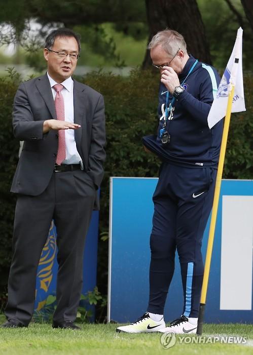 한국 축구 왜 '위기'인가…