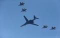 美B-1B轰炸机飞临韩半岛