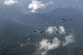 美轰炸机飞越驻韩美军基地
