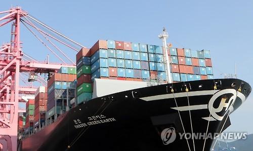 지난 23일 부산항에 들어온 한진해운 컨테이너선(연합뉴스)