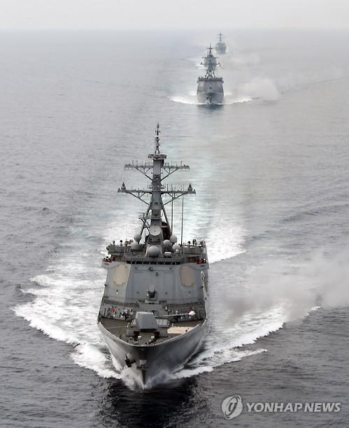 韩美海军实施精确打击演习