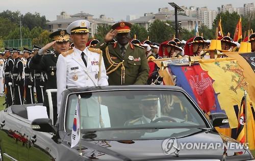 乌干达国防军司令访韩