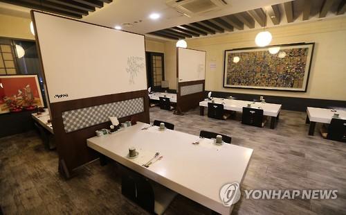 法施行直後、客足が途絶えたレストラン(資料写真)=(聯合ニュース)