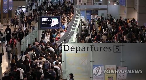 붐비는 인천공항 출국장