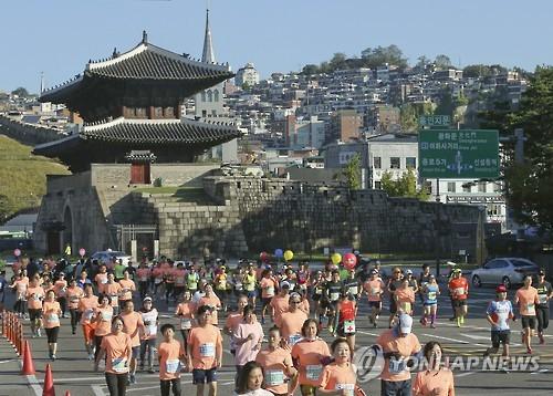 가을! 달리기를 즐기는 시민들