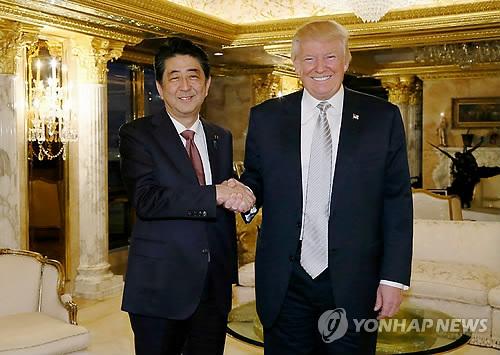 지난달 뉴욕에서 만난 아베 총리(왼쪽)과 트럼프 당선인