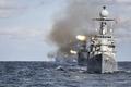 韩海军实施海上机动演习
