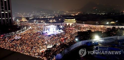 광화문에 모인 촛불[연합뉴스 자료사진]