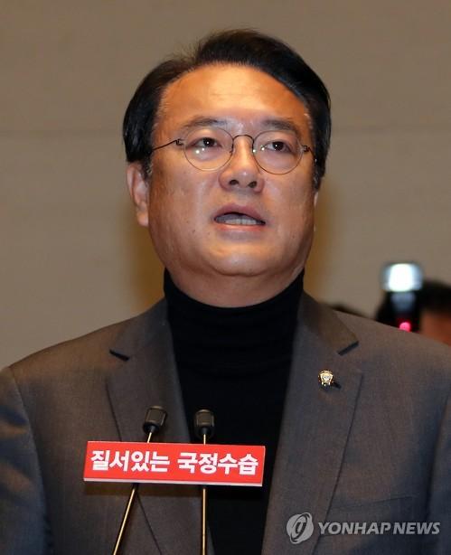 """정진석 """"원로 '대통령 4월 사퇴' 제안, 조기퇴진 논의 준거"""""""