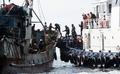 韩海警盘查中国非法捕捞渔船