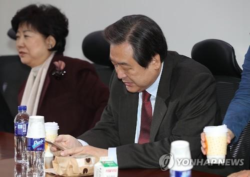 비상시국회의 참석하는 김무성