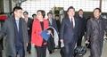 韩执政党议员特使团启程访美