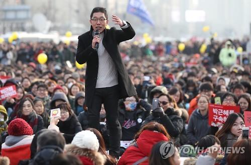 만민공동회 진행하는 김제동
