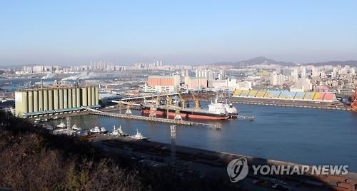资料图片:空中俯瞰仁川港(韩联社)