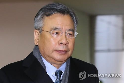 박영수 특검 굳은 표정으로 출근
