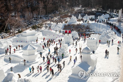 """""""추워도 좋아요""""…태백산 눈축제 찾은 관광객"""